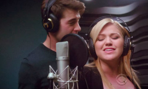 "Kelly Clarkson has a lot of fun playing fast and loose with her image as the ""sweetheart of America"", declaring she wants to sing about sex; and so she does with resident himbo, Zach Cropper (image via 5secreview.blogspot.com)"