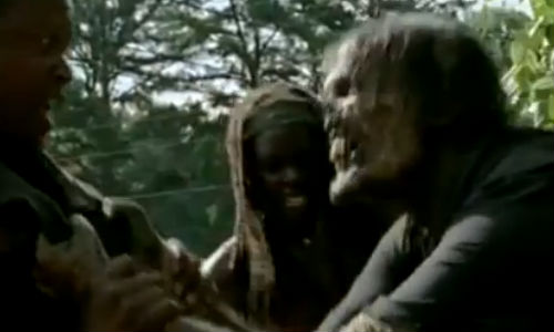 """Tyreese wouldn't let go of his walker """"friend"""", refusing to share him with anyone else (image via examiner.com (c) AMC)"""