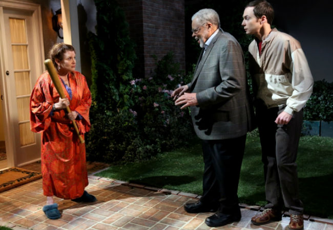 "Darth Vader (James Earl Jones) and Princess Leia (Carrie Fisher) come face to face on The Big Bang Theory episode ""The Convention Continuum"" (image via cbs.com (c) CBS)"