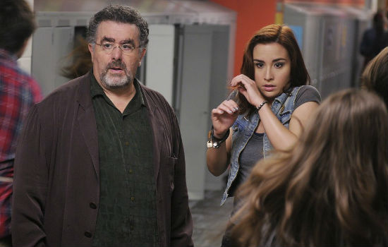 Claire really is a piece of work and you begin to think that Claire realises why Artie has to keep her locked away. Claudia alas doesn't quite get the message, once again letting her emotions rule (image via Zap 2 It (c) syfy)