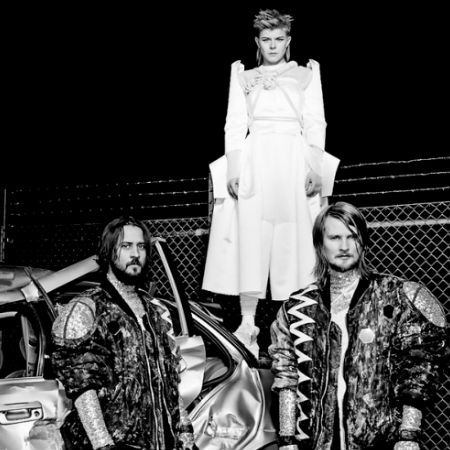 Robyn and Röyksopp (image via Consequence of Sound)