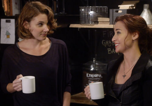 Claudia naively thinks releasing Claire from her coma, after some artefact energy-collecting, will be a piece of cake ... and to begin everything goes smoothly until ... (image via official Warehouse 13 site (c) syfy)