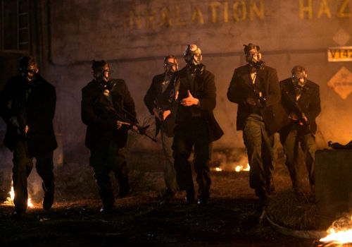 Why hello snappily dressed team leaders who march as one in an elegant line ... how is it that the 2nd Mass, found it near impossible to kill you at first? (image via Falling Skies wikia (c) TNT)