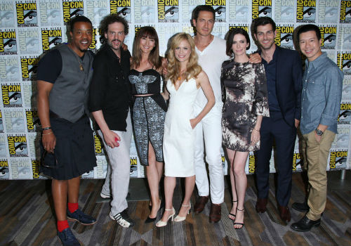The cast of Grimm at San Diego Comic Con 2014 / Pictured: (l-r) Russell Hornsby, Silas Weir Mitchell, Bree Turner, Claire Coffee, Sasha Roiz, Bitsie Tulloch, David Giuntoli, Reggie Lee (image via and (c) NBC)