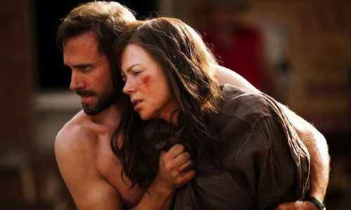 Joseph Fiennes and Nicole Kidamn star in Strangerland (image via Teaser-Trailer)