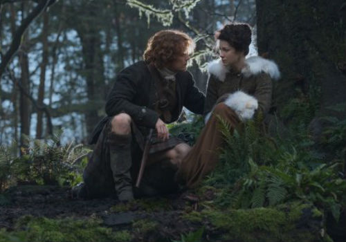 Jamie and Claire spend some quality time out in the woods - I have to say Claire was out a-roaming in the woods an awful lot in this episode; she is a WITCH! - after Claire is unable to save the life of a sickly baby given up to the faerie folk (image via Spoiler TV (c) Starz)
