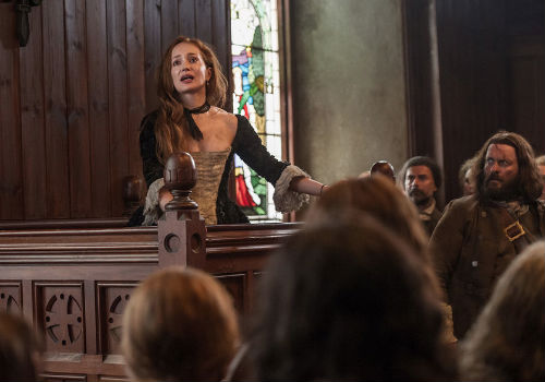 """She's a WITCH! A WITCH I tell you!"" Realising that she was dead no matter what, Geillis nobly declared that she was a witch alone and that Claire was not more than a bewitched innocent (image via Outlander wiki (c) Starz)"