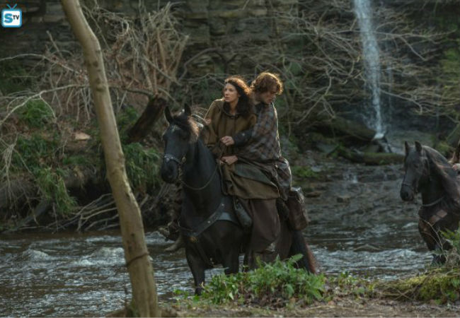 Jamie rides to Claire's rescue without a second thought but things aren't quite so rosy once the rescuing is done (Image via Spoiler TV (c) Starz)