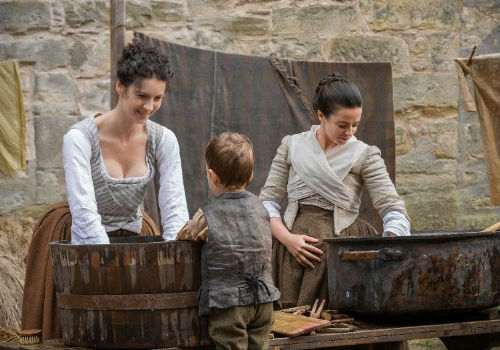 It's all domestic bliss of a kind till Jenny's water breaks and the reality of 18th century is made manifestly clear to Claire who keeps her more than capable calm throughout (image via Spoiler TV (c) Starz)