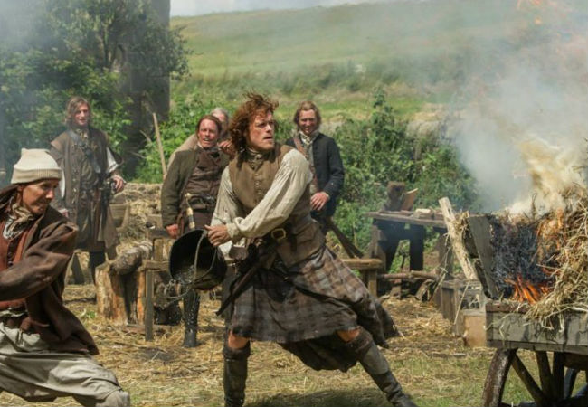 Jamie goes all Kill Bill on everyone's arses when they set his straw on fire and think it's freakin' hilarious NOTE: It is NOT (image via IB Times UK (c) Starz)