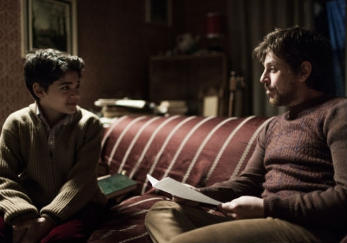 Arturo finds friendship and some sage life advice, not least about his passion for telling exploring and writing about the truth, with a journalist who lives downstairs (image via CosfordCinema)