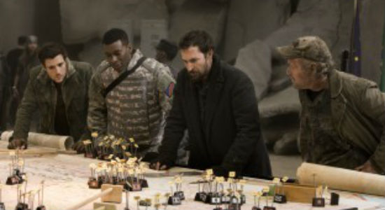 """""""Hey anyone know what this all means? Anyone? No? OK then let's stay here another day and head to Washington DC tomorrow ... it's not like Earth's in peril right?"""" (image via TV Insider (c) TNT)"""