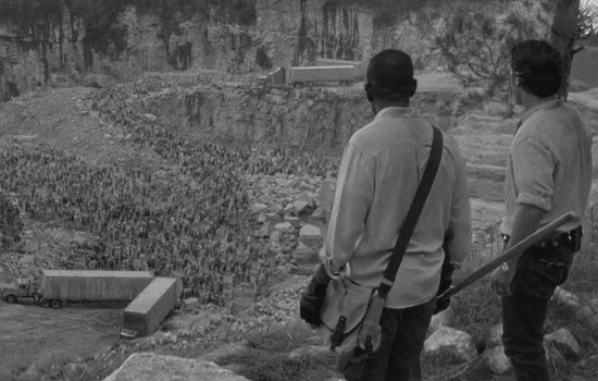 Morgan and Rick decide that one of the highlights of the local tourist walking trail The Big Ass Pit of Walkers En Masse is pretty damn impressive (image via Undead Walking (c) AMC)