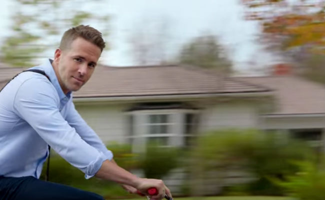 Yes thank you ... a town where Ryan Reynolds is pretty much all you'll ever see (image via YouTube (c) Hyundai)