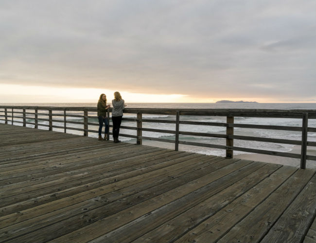 Even in the midst of the frantic busyness of the zombie apocalypse, Madison and Alicia know that contemplative mother-daughter time out on the pier is essential (image courtesy AMC)