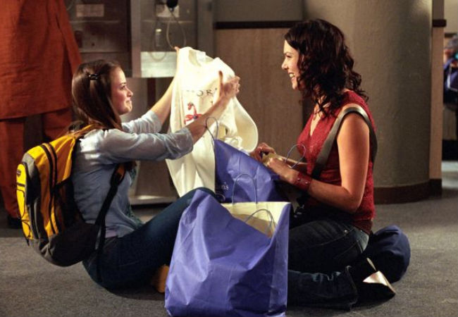 """You do much this summer?"" ""Nah ... you?"" ""Nah ... oh wait ..."" Lorelai and Rory discuss Summer was quite a bit busier than either of them expected (Image via Gilmore Girls wiki (c) Warner Bros)"