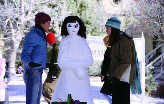 Eventually snowwoman sculpting with its inherent imperfections and lack of winnability prompts a habitual retreat to Luke's cafe for coffee (image courtesy Gilmore Girls wikia)