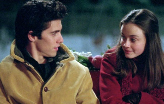 Jess is slowly but surely moving in for the romantic kill, convincing Rory bit by bit that he is the bad boy for her and not Dean who has every right to be worried (image courtesy Gilmore Girls wikia)