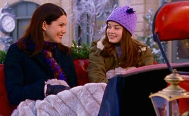 What could be lovelier than a sleight through the magical snowy surrounds of Stars Hollow? For Lorelai and Rory not much (image courtesy Gilmore Girls wikia)