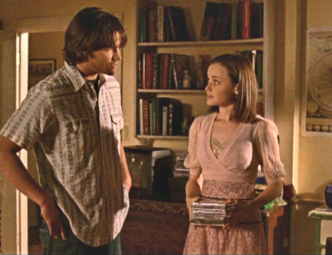 It may not be working with other people but love is most definitely doing its thing with Dean and Rory (image courtesy Gilmore Girls wikia (c) Warner Bros)