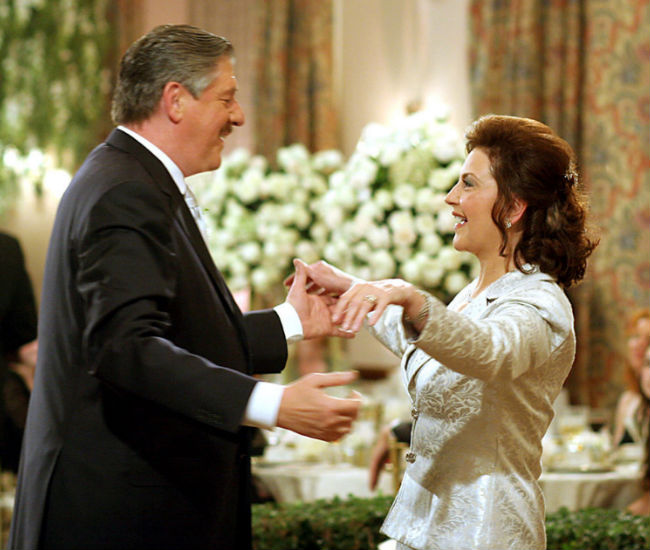 Richard and Emily are blissfully happy in love again; good thing because no one seems to be having too good of a time (image via Gilmore Girls wiki (c) Warner Bros)