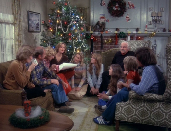 Everyone gathers in the living room for the worst and yet best Christmas of their lives (image (c) Warner Bros)